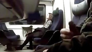 Girl on train shocked to see mank wanking