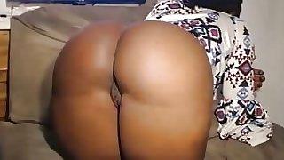 Negra fantastica exibindo seu delicioso corpo na CAM