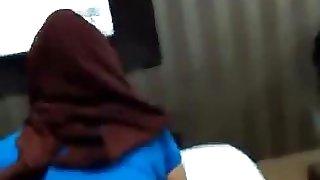 malay- awek tudung baju ketat part 2