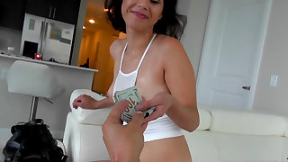 Penelope Reed assures guy of perfect fuck for extra cash